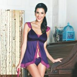 This jacquard satin babydoll gives you that perfect balance of comfort and style. The dainty contrasting frills complete its feminine appeal allowing you to lounge in luxury with this ensemble.